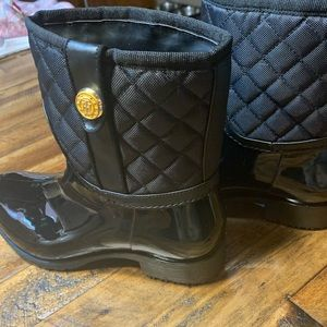 NWT: Tommy Hilfiger all-weather black boots